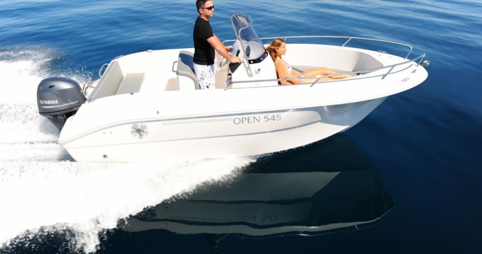 Boat rental Pacific Craft Pacific Craft 545 Open in Sète on Samboat