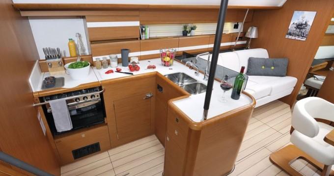 Boat rental Jeanneau Jeanneau 53 in Alimos on Samboat