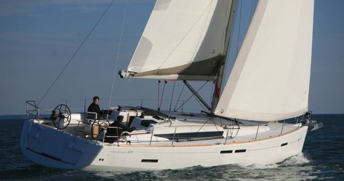 Hire Sailboat with or without skipper Jeanneau Paros Island