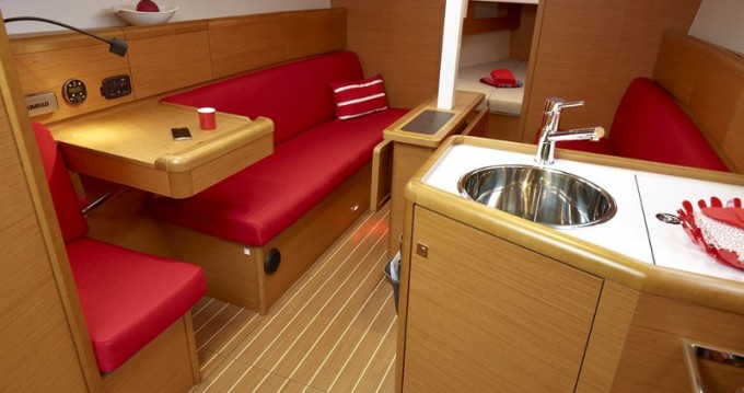 Jeanneau Sun Odyssey 33i between personal and professional Lávrio