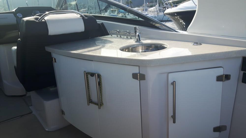 Rental Motor boat Four Winns with a permit