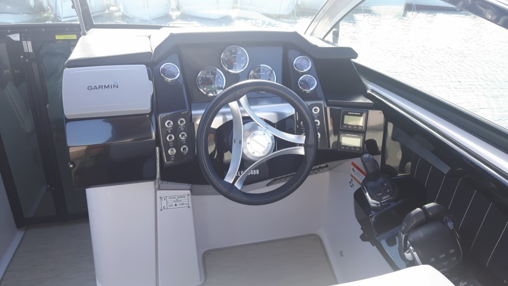 Motor boat for rent Cavalaire-sur-Mer at the best price