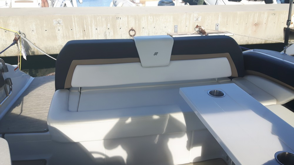 Rental yacht Cavalaire-sur-Mer - Four Winns H 290 on SamBoat