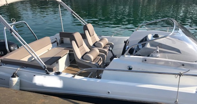 Rental Motorboat in L'Estaque - Jeanneau Cap Camarat 7.5 WA Serie 2