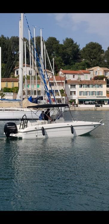 Motor boat for rent La Seyne-sur-Mer at the best price