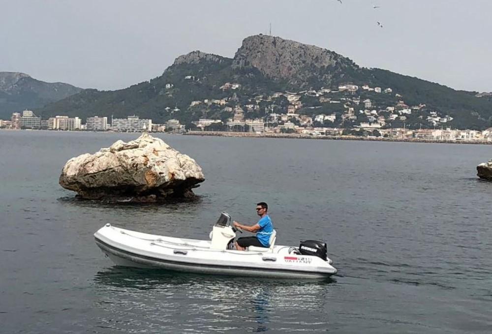 Boat rental Valiant 450-R in  on Samboat