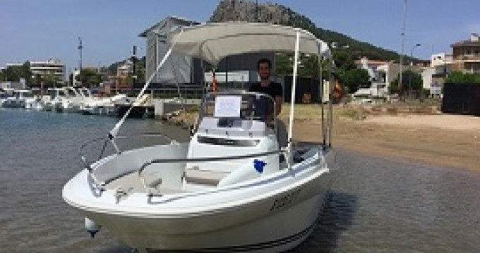 Boat rental Jeanneau Cap Camarat 4.7 CC in l'Estartit on Samboat