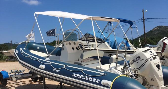 Boat rental Zodiac Sunrider 650 Bleu in Sant'Amanza on Samboat