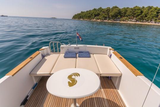 Rental Motorboat in Poreč - Bénéteau Ombrine 700