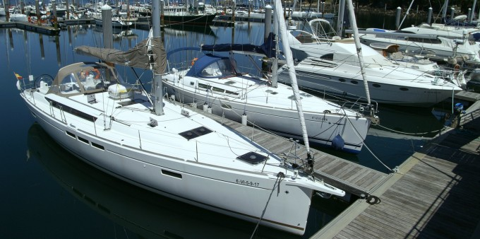 Boat rental Jeanneau Sun Odyssey 519 in Vigo on Samboat