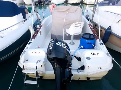 Rental Motorboat in Saint-Laurent-du-Var - Jeanneau Cap Camarat 515
