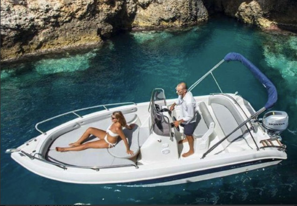 Allegra Boats All 19 Open between personal and professional Collioure
