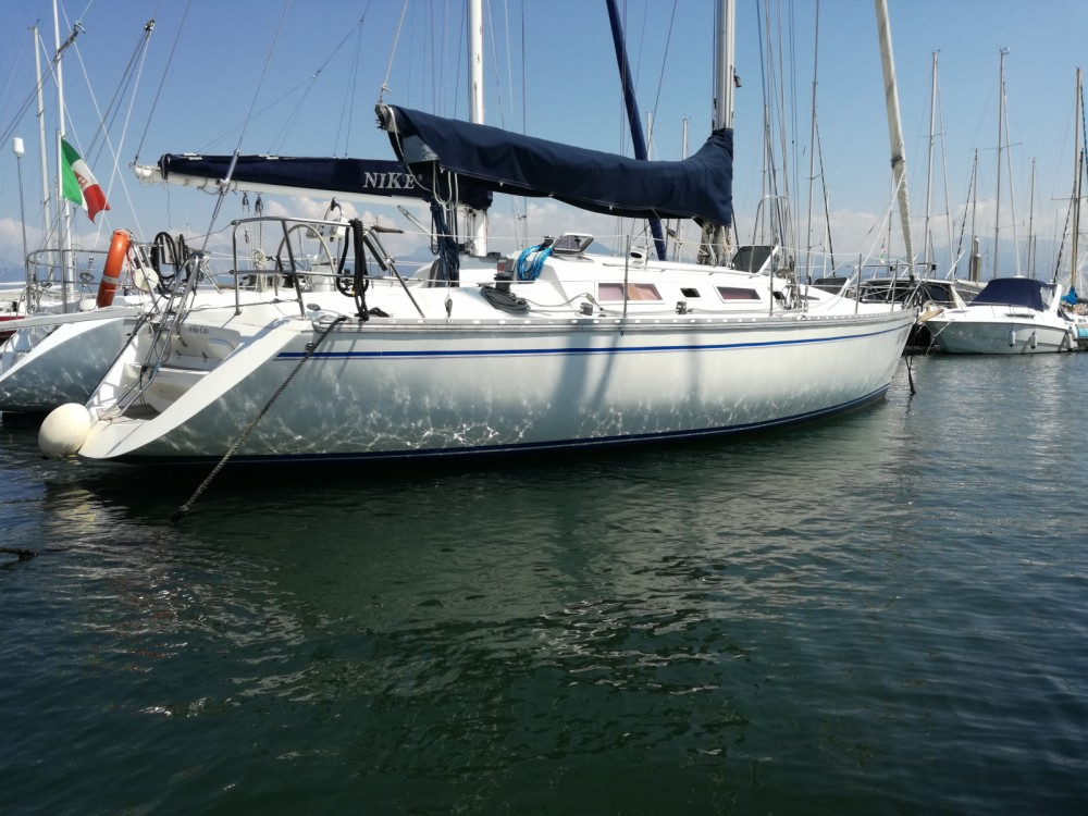 Hire Sailboat with or without skipper Jeanneau Viareggio