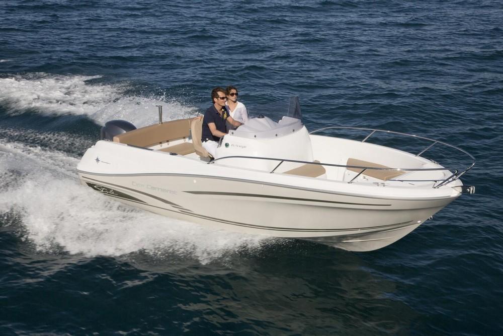 Hire Motor boat with or without skipper Jeanneau Saint-Gilles-Croix-de-Vie