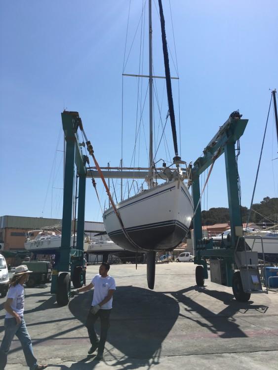 Boat rental Jeanneau Sun Odyssey 44 in Saint-Mandrier-sur-Mer on Samboat