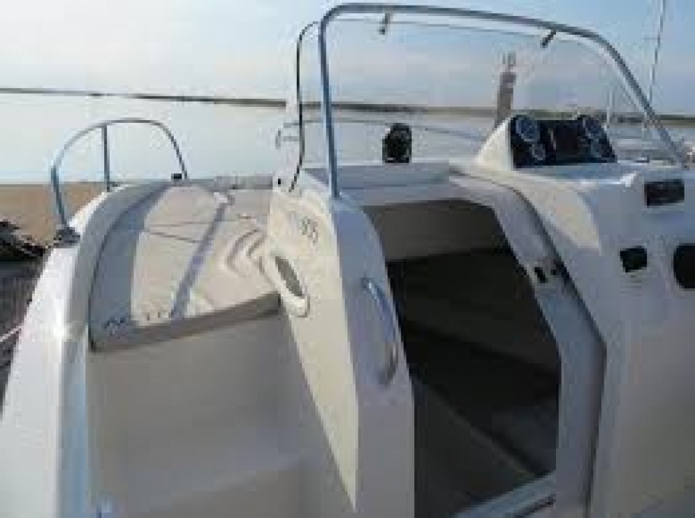 Boat rental Quicksilver Activ 675 Sundeck in Palma on Samboat