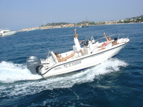 Rental Motorboat in Saint-Tropez - Boston Whaler Boston Whaler 18 Dauntless