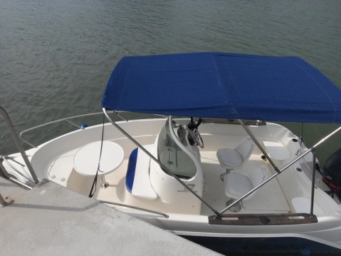 Rent a Quicksilver Quicksilver 550 Commander Vannes
