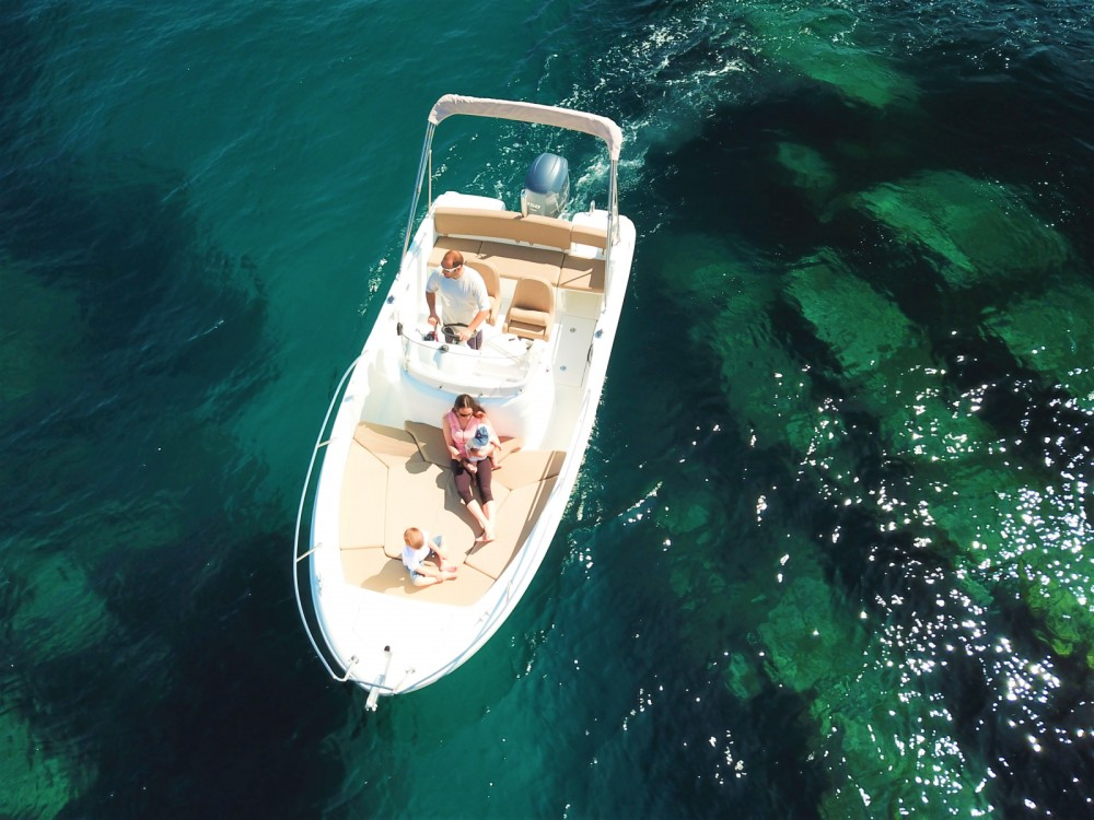 Boat rental Saint-Raphaël cheap Cap Camarat 6.5 CC