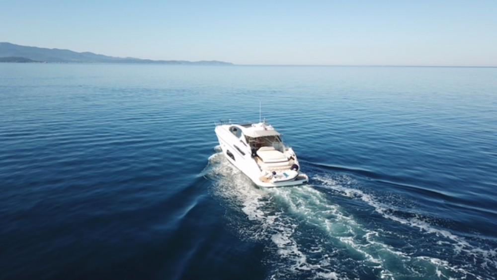 Rent a Azimut Atlantis 58 Cogolin