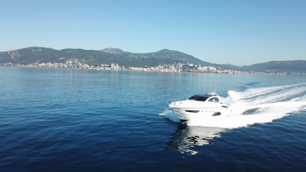 Boat rental Azimut Atlantis 58 in Cogolin on Samboat