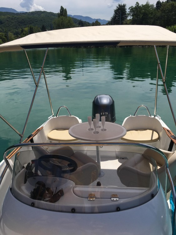 Hire Motor boat with or without skipper Bénéteau Aix-les-Bains