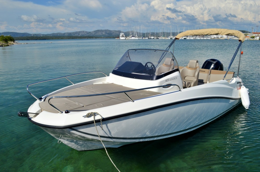 Quicksilver Activ 605 Sundeck between personal and professional Betina