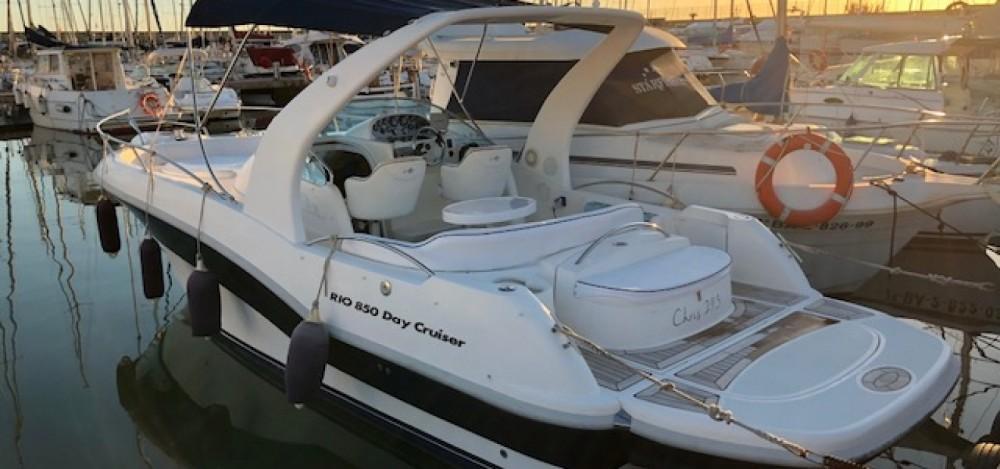 Boat rental Rio Rio 850 Day Cruiser in el Masnou on Samboat