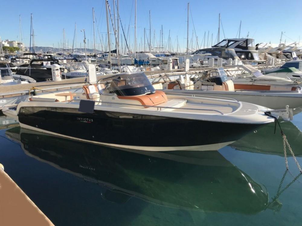 Boat rental Invictus  Invictus 280 CX in Saint-Laurent-du-Var on Samboat