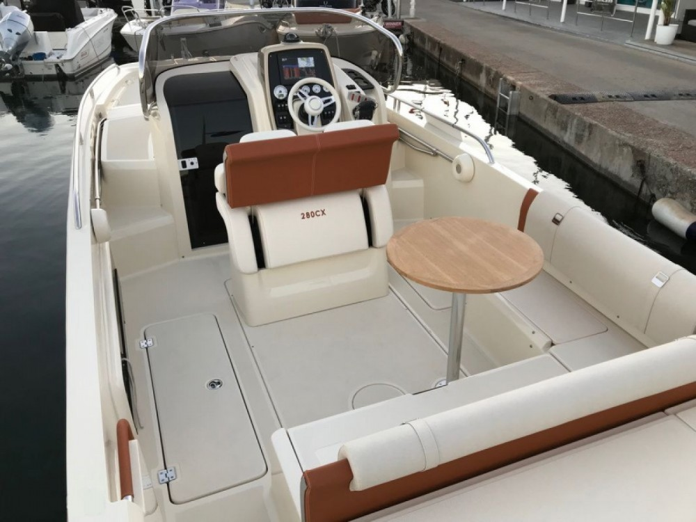 Hire Motor boat with or without skipper Invictus  Saint-Laurent-du-Var