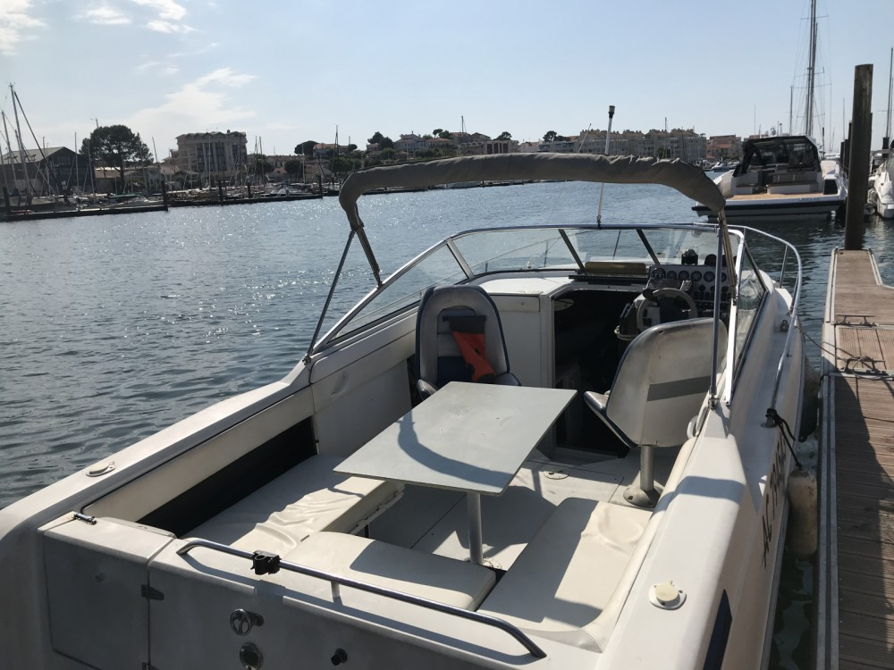 Rental Motor boat in Arcachon - Four Winns Sundowner 255