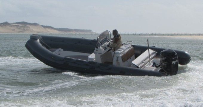 Valiant Valiant 750 DR between personal and professional Lège-Cap-Ferret