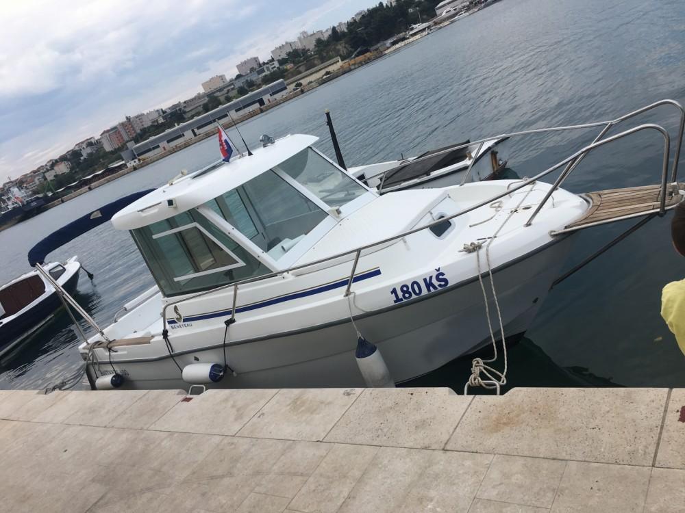 Boat rental Split cheap Antares 600