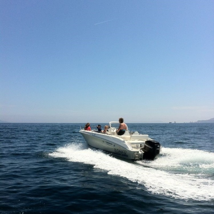 Boat rental Quicksilver Quicksilver 600 in La Ciotat on Samboat