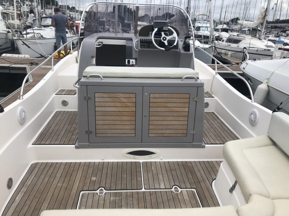 Rental Motor boat in La Trinité-sur-Mer - Pacific Craft Pacific Craft 800 Sun Cruiser