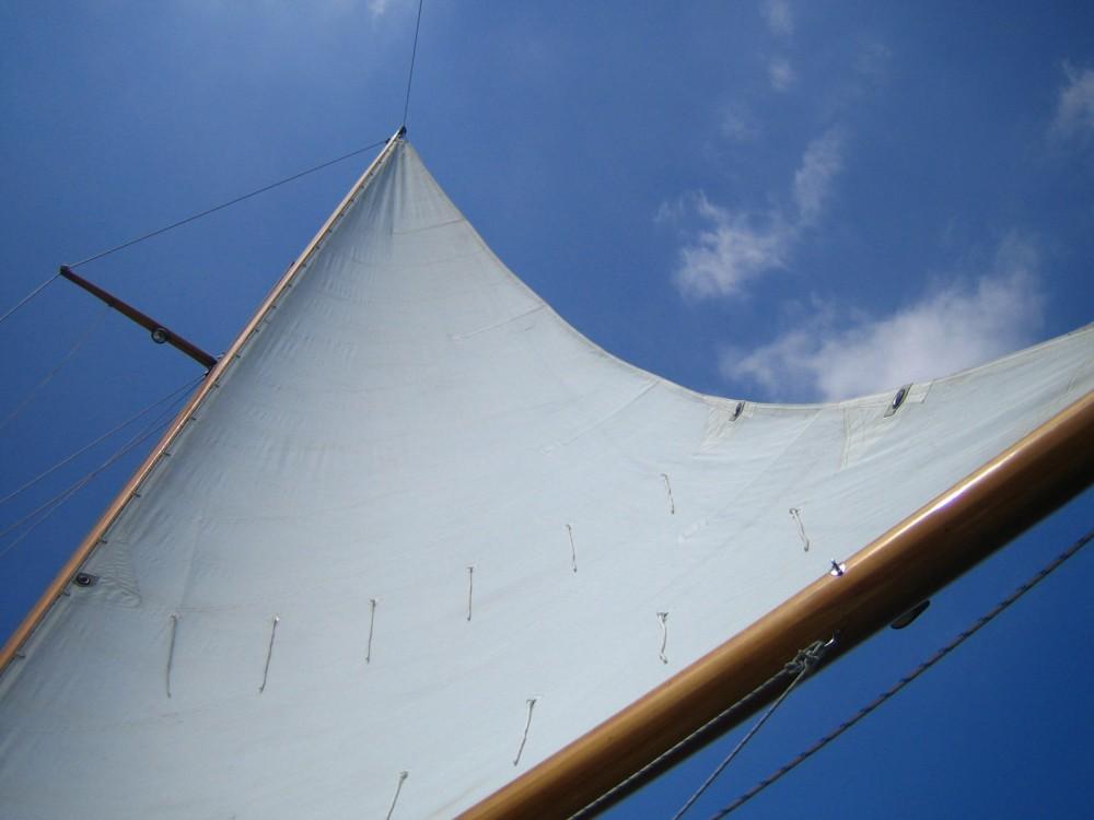 Sailboat for rent Vilanova i la Geltrú at the best price