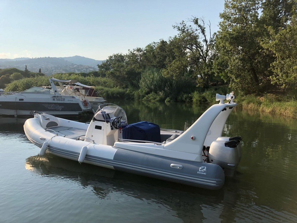 Boat rental Zodiac Medline 3 in Mandelieu-la-Napoule on Samboat