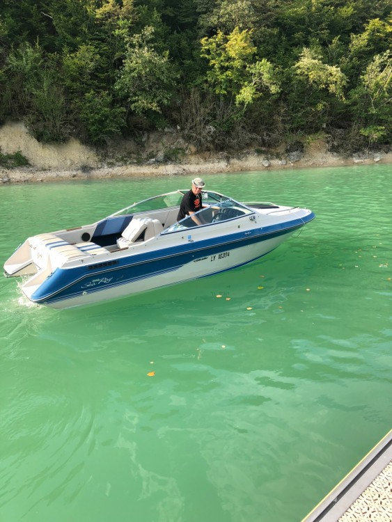 Motor boat for rent La Tour-du-Meix at the best price