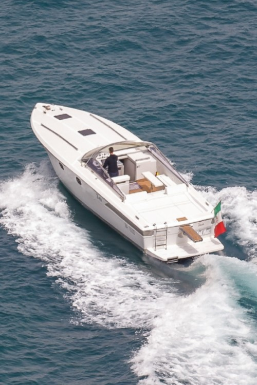 Motor boat for rent Naples at the best price