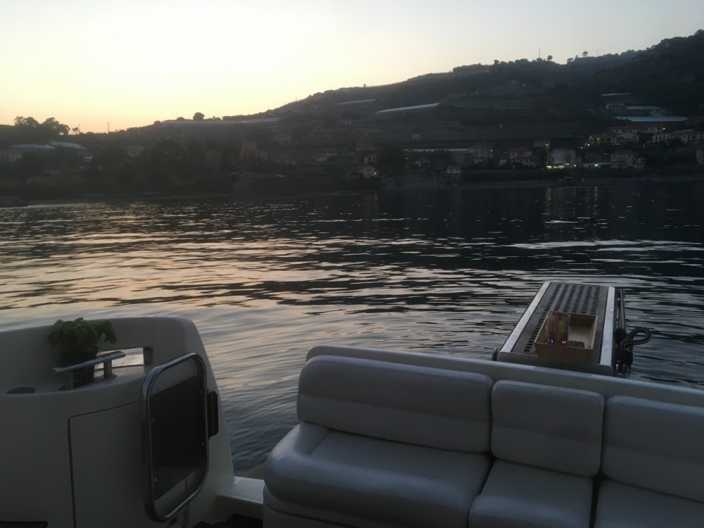 Hire Motor boat with or without skipper Azimut Liguria