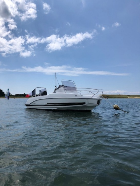 Motor boat for rent Locmariaquer at the best price