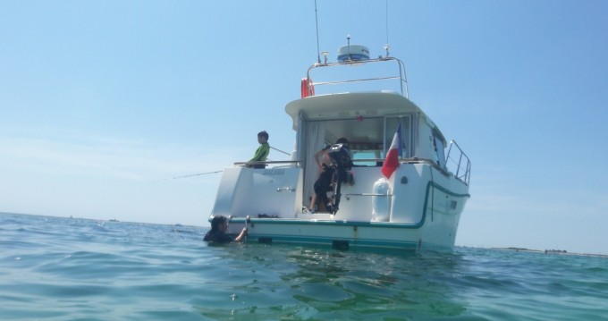 Motorboat for rent Morgat at the best price