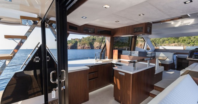 Rental Motorboat in Cannes - Galeon Galeon 500 Fly