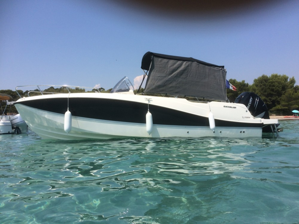 Boat rental Quicksilver Activ 755 Open in Hyères on Samboat