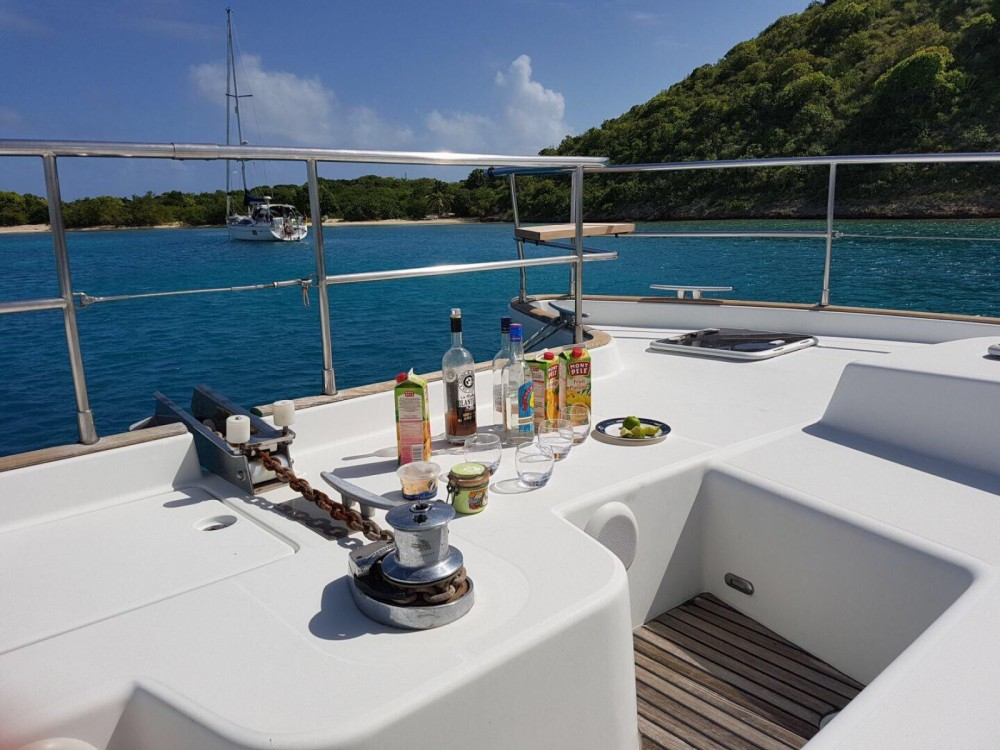 Motorboat for rent Basse-Terre at the best price