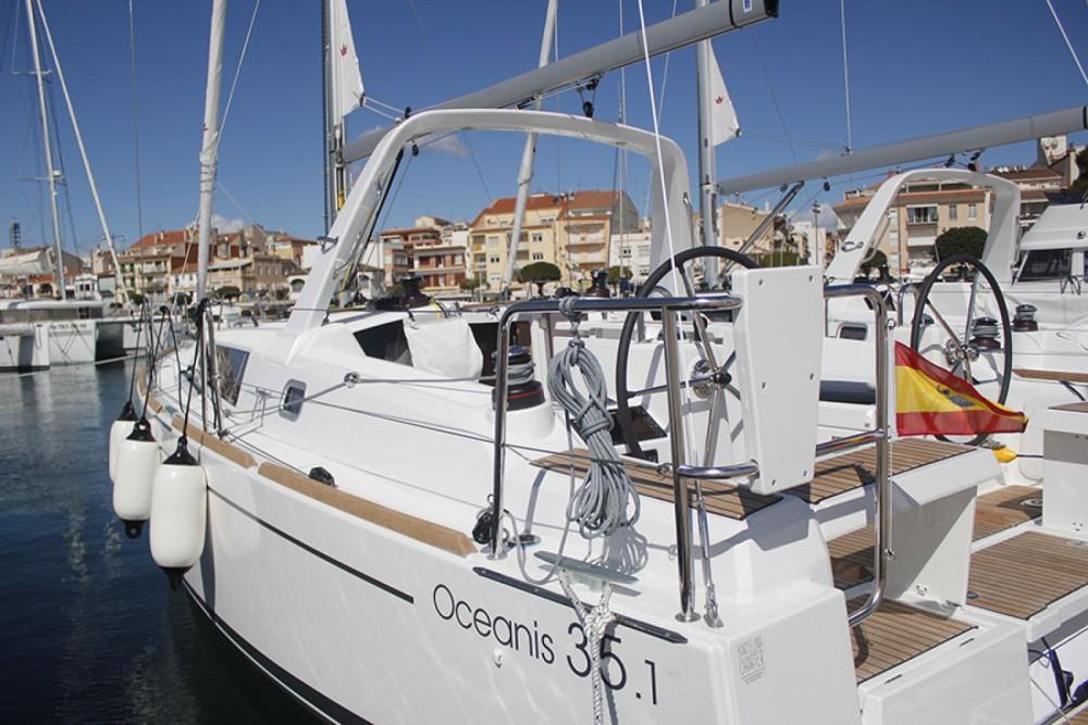 Boat rental Bénéteau Oceanis 35.1 in Cambrils on Samboat