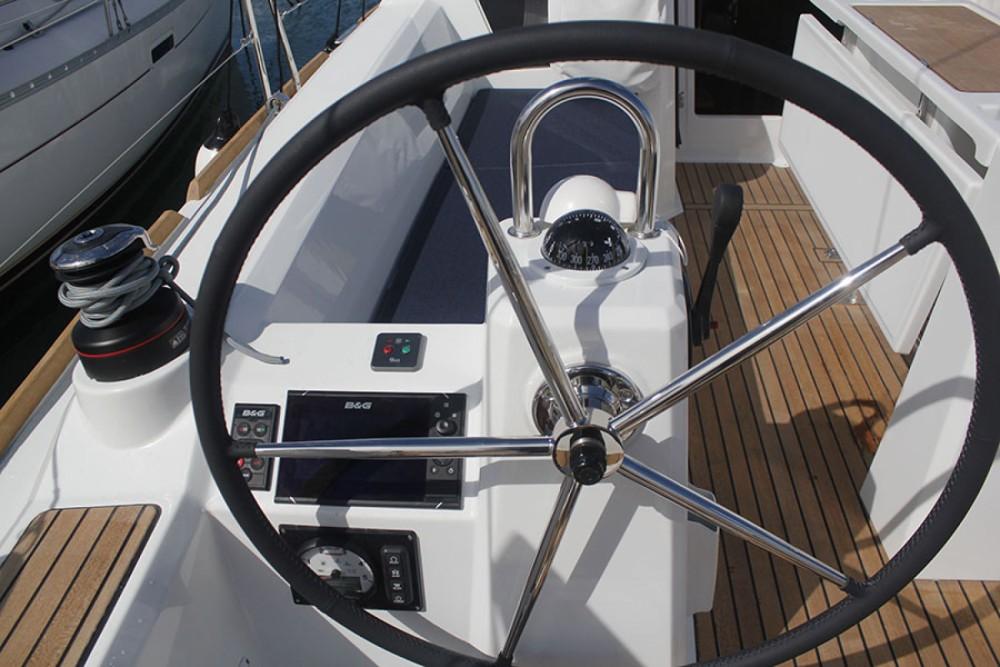 Rental Sailboat in Cambrils - Bénéteau Oceanis 35.1
