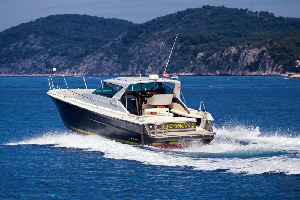 Boat rental Sea Ray Sea Ray 390 in Hvar on Samboat