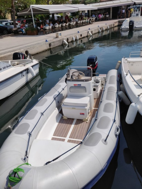 Boat rental Roquebrune-sur-Argens cheap Valiant 520 Vanguard