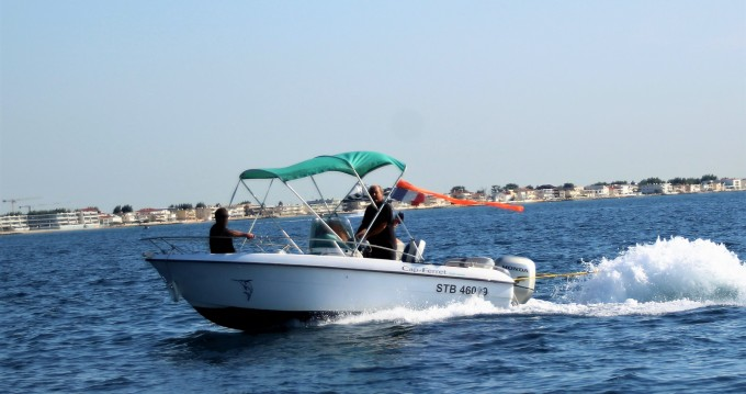 Motorboat for rent Palavas-les-Flots at the best price